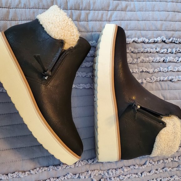 Dr. Scholl's Booties with Sherpa trim size 9 1/2
